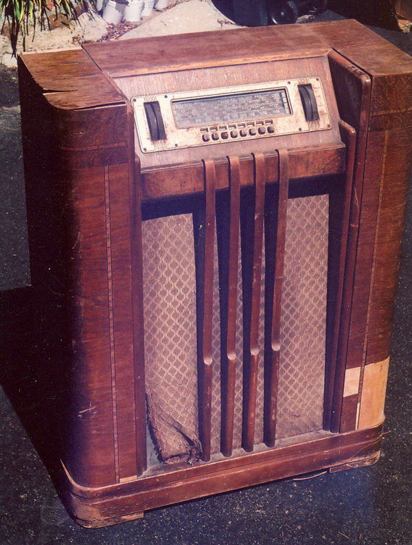The author�s 1940 PHILCO console radio �as found.�