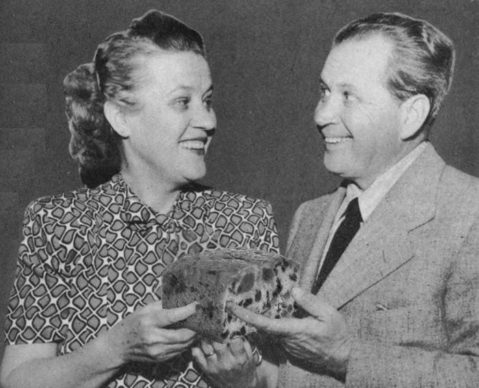 Fibber McGee and Molly Sharing Fruitcake