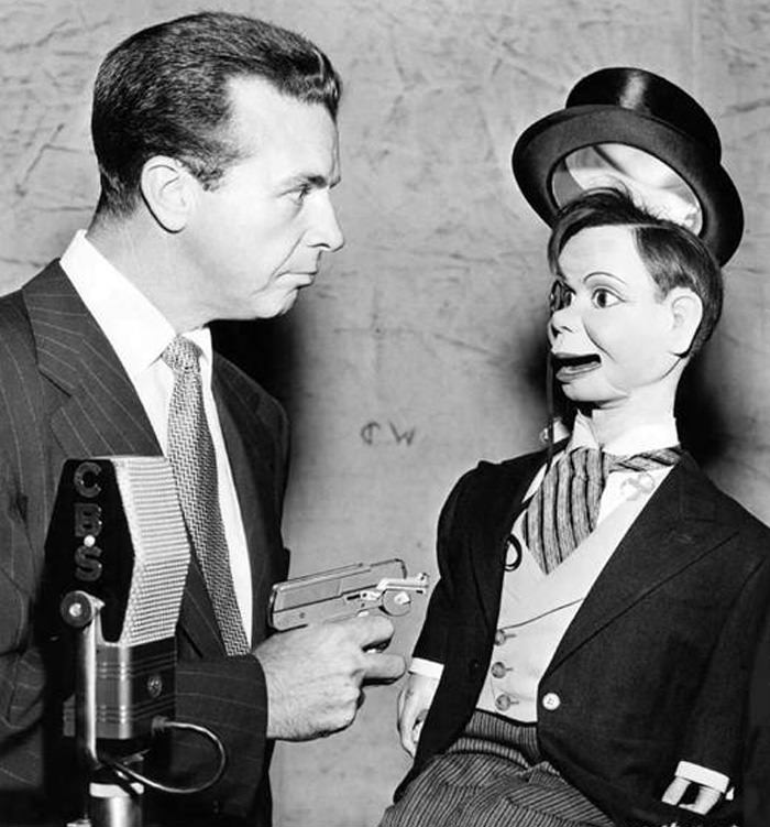 Dick Powell can't take any more Charlie McCarthy