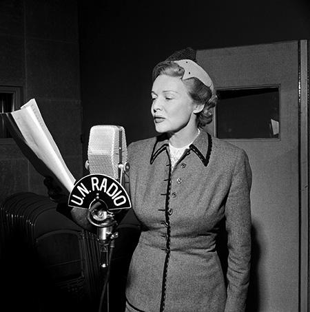 MADELEIN CARROLL microphone