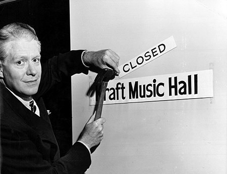 Nelson Eddy on last episode of Kraft Music Hall