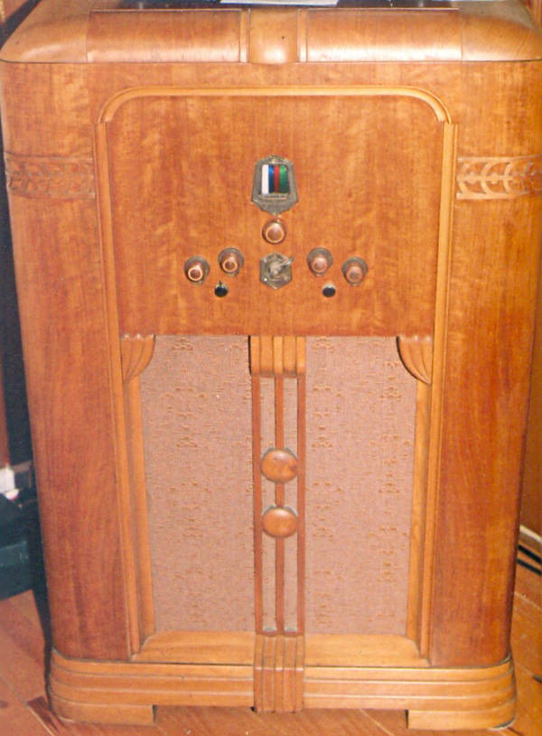 7.	The author�s Scott Allwave-23 in its original Warrington cabinet.