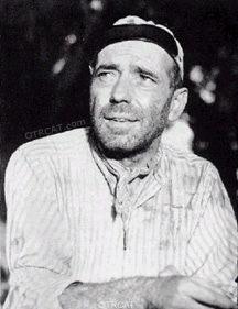Bogart fashioning a beard