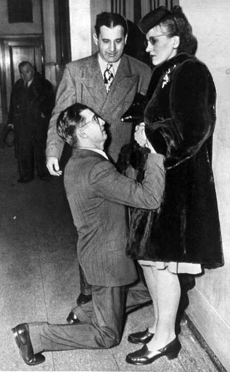 man begging for wife forgiveness at courthouse 1948