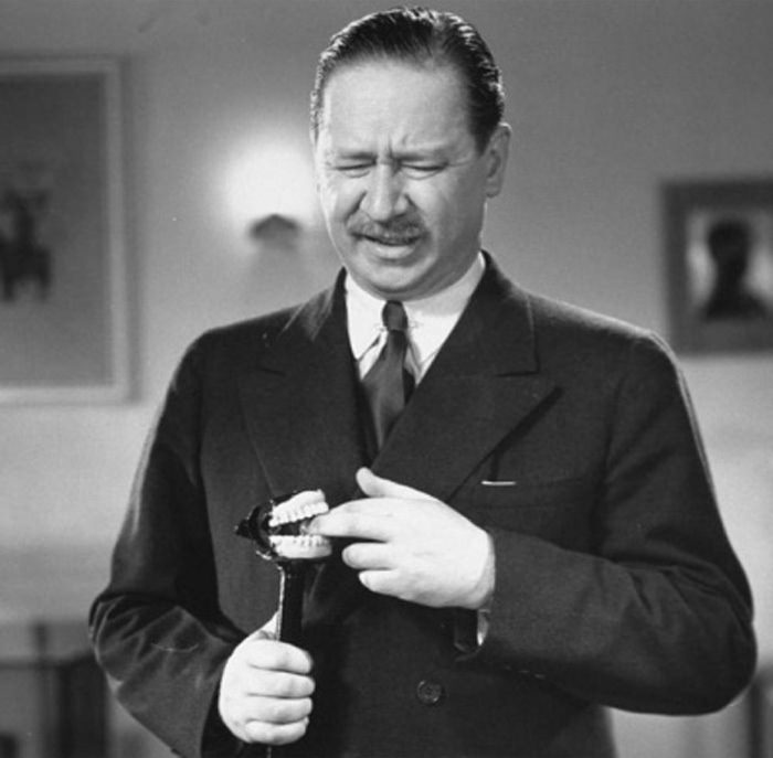 Robert Benchley bit by teeth